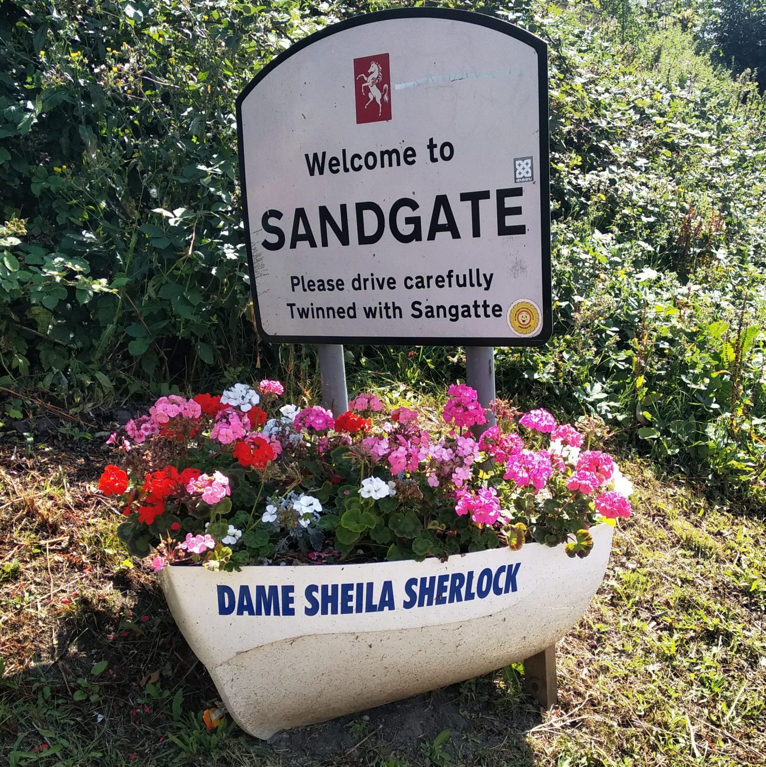 Welcome to Sandgate sign